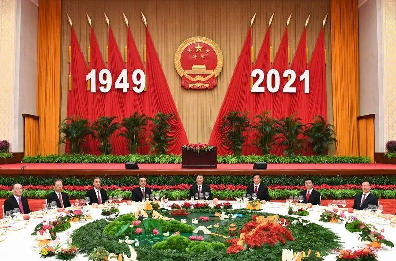 习近平等党和国家领导人出席国庆招待会